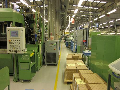Seamless resin floor painting in factories and workshop