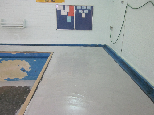 Installation of flowable epoxy regulating layer