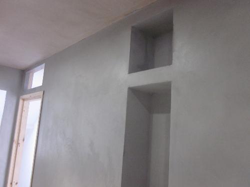 Contemporary microscreed seamless concrete surfaces