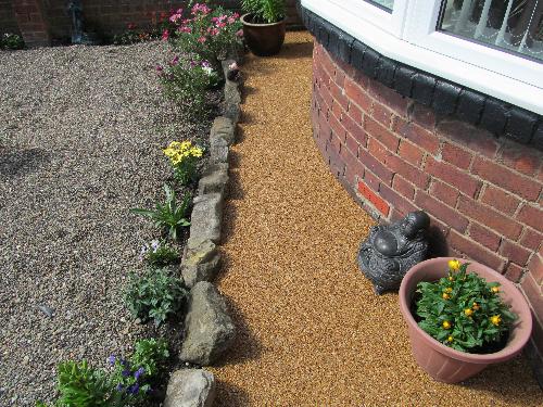 Seamless gravel floor screeds exterior resin surfaces