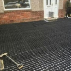 Plastic grid system unsuitable base for resin bound